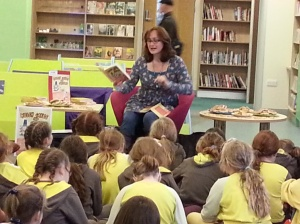 Wendy reading to Brownies in Swansea Library