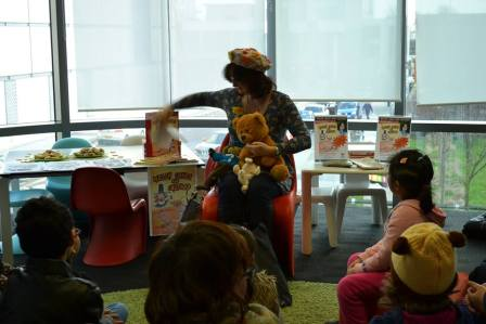 Wendy reading to children at Cardiff Central Library