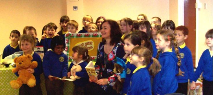 Wendy with children from Richmond Park School at Carmarthen Library